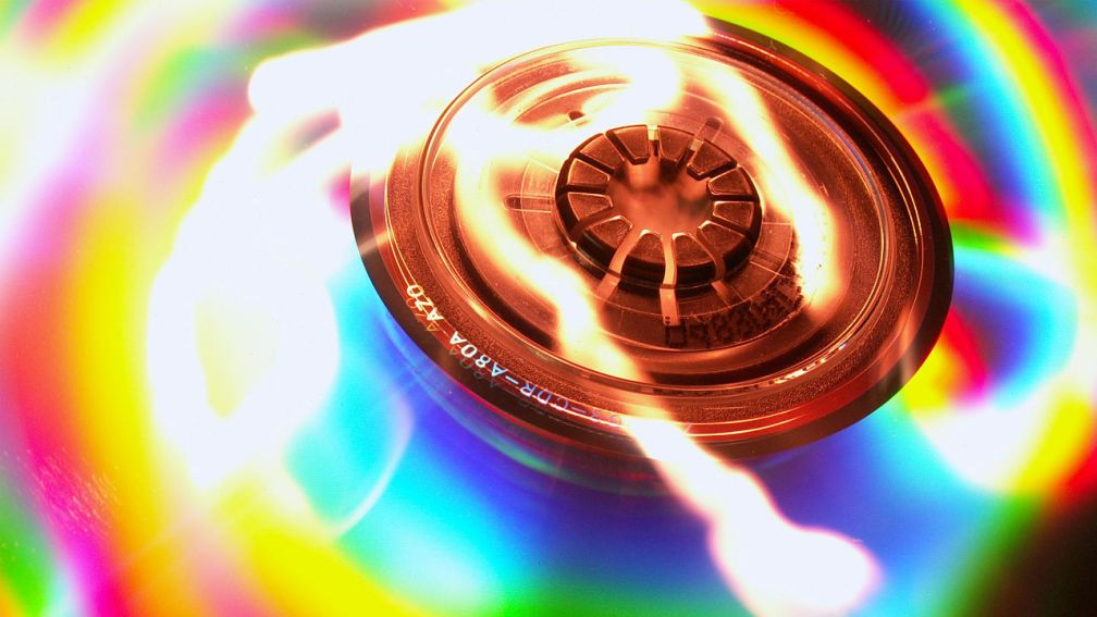 3036646-poster-p-1-tricking-light-into-writing-hundreds-of-terabytes-of-data-onto-current-cds-and-dvds